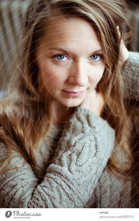 Malin Feminine Young woman Youth (Young adults) Face 1 Human being 18 - 30 years Adults Beautiful Cuddly Colour photo Interior shot Day Shallow depth of field