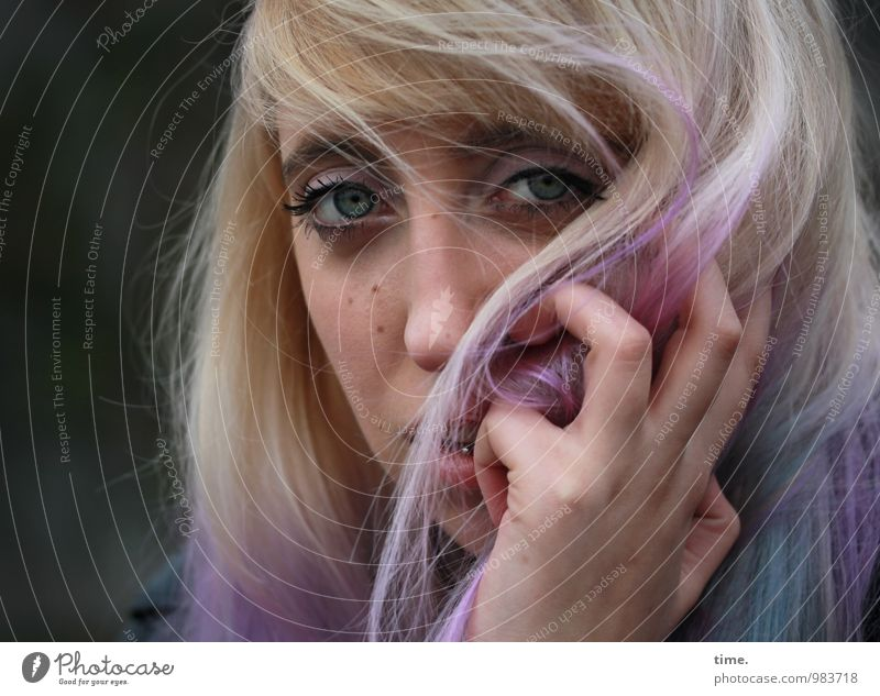 . Hair and hairstyles Hair colour Feminine Young woman Youth (Young adults) Hand 1 Human being Piercing Blonde Long-haired Bangs Observe Think Looking Wait
