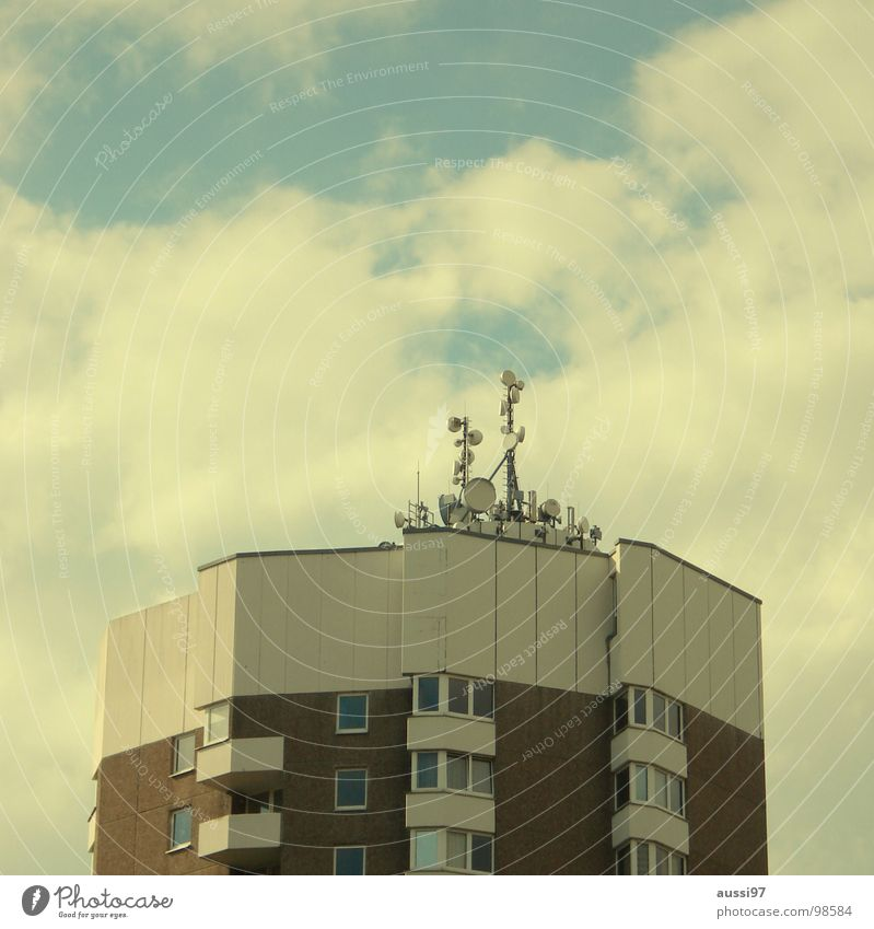 heartache Antenna High-rise Town Transmit Transmission power Radiation Story Roof Penthouse Smog Electrical equipment Technology Frequency Broadcasting