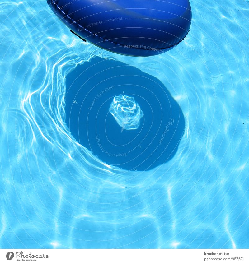 Blue Water Vacation & Travel Summer Playing Swimming & Bathing Leisure and hobbies Circle Swimming pool Hotel Float in the water Refreshment Water wings Refrigeration Inflatable