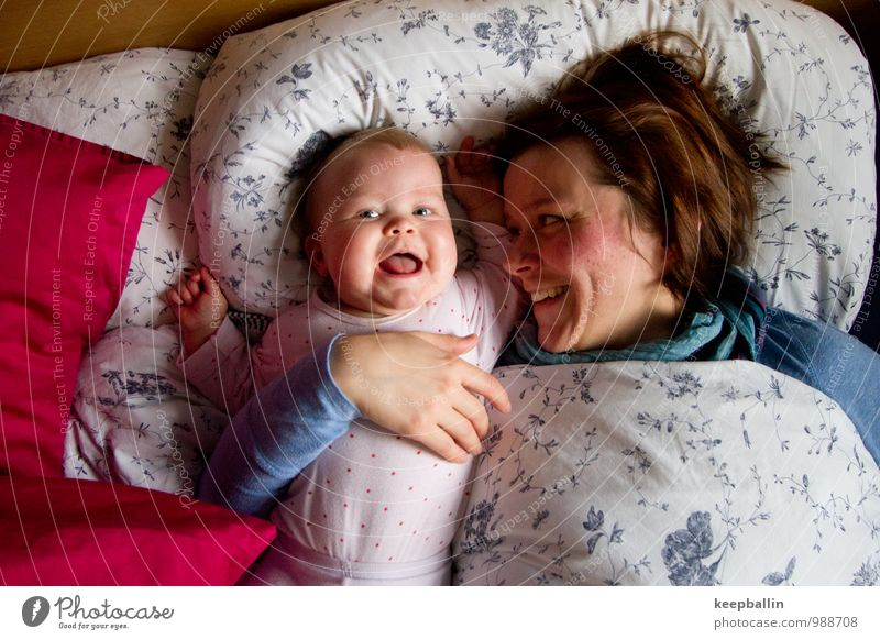 li_004 Flat (apartment) Parenting Child Human being Feminine Baby Toddler Girl Woman Adults Parents Mother Family & Relations 2 Relaxation Smiling Laughter Lie