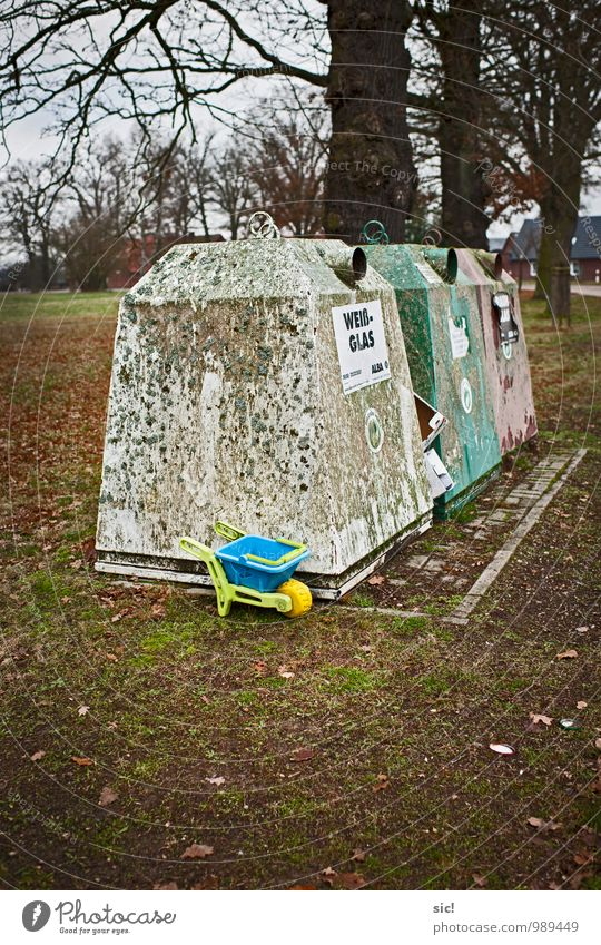 rebuff Playing Children's game Wheelbarrow Trash container Environment Autumn Village Deserted Toys Container Kitsch Odds and ends Plastic Dirty Sharp-edged
