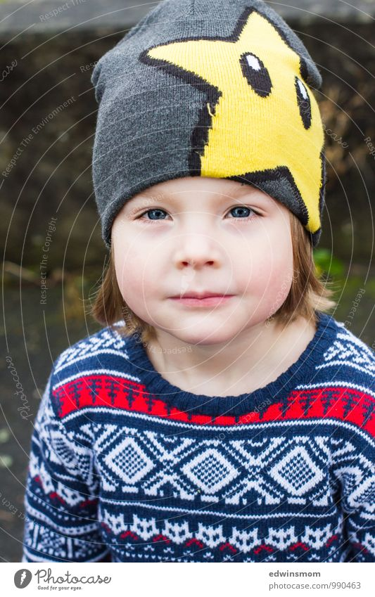 Cool cap Winter Child Boy (child) Infancy Face 1 Human being 3 - 8 years Sweater Cap Blonde Smiling Looking Wait Blue Yellow Gray Cool (slang) Colour photo