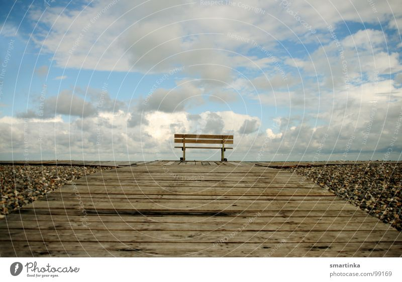Courage to the middle Seating Vantage point Loneliness Calm Clouds Horizon Favorite place Middle Wood Sky Bench Room Empty Far-off places Relaxation be at rest