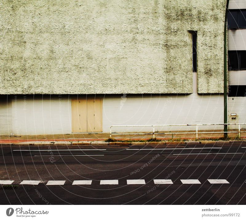 House (Residential Structure) Street Wall (building) Architecture Building Wall (barrier) Line Empty Church Concrete Asphalt Expressionless Holy House of worship Traffic lane Lane markings