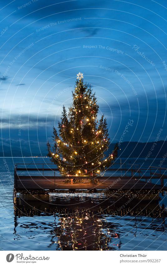 Nature Blue Christmas & Advent Green Water Relaxation Red Clouds Winter Mountain Environment Feasts & Celebrations Swimming & Bathing Lake Moody Dream