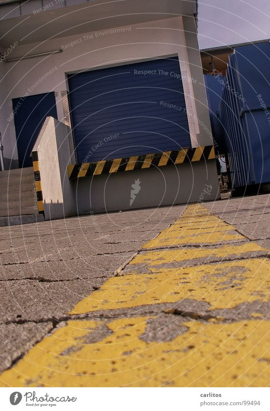 Work and employment Signs and labeling Safety Stripe Gate Warning label Supermarket Delivery Ramp Warning sign Loading ramp Receipt of goods Rolling door
