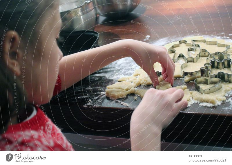 Child Christmas & Advent Hand Girl Life Eating Family & Relations Feasts & Celebrations Food Birthday Infancy Nutrition Cooking & Baking Fingers Touch Kitchen