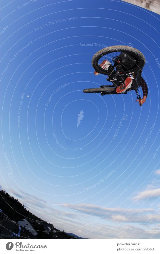 Sky Nature Sports Jump Style Bicycle Dirty Speed Image Effort Sporting event Sportsperson Freestyle Extreme Mountain bike Thrill